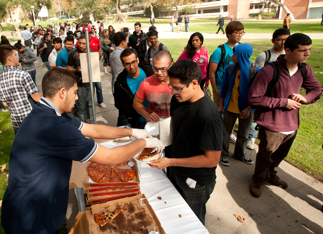 Students line up to get free pizza during Pizza with the Presidents November 1, 2012.