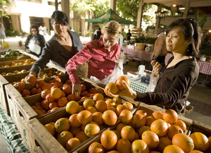 Shoppers look for citrus at a Farm Store farmers market at the Kaiser Permanente offices in Pasadena on May 12, 2010.