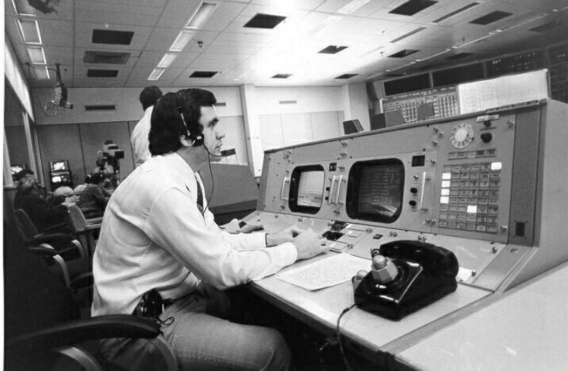 Apollo 13 flight controller to share his experiences