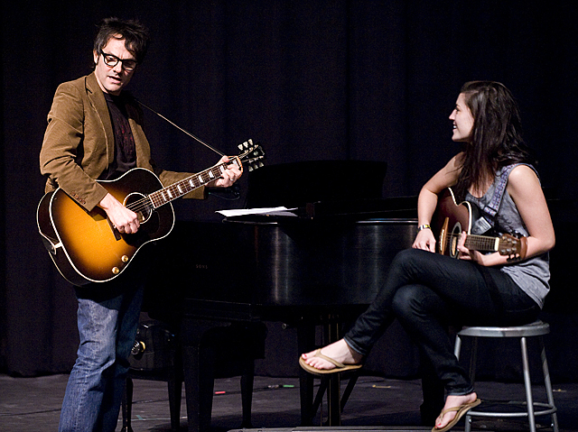 Singer/songwriter Mike Viola sings along with Melinda Baker during songwriting master class.