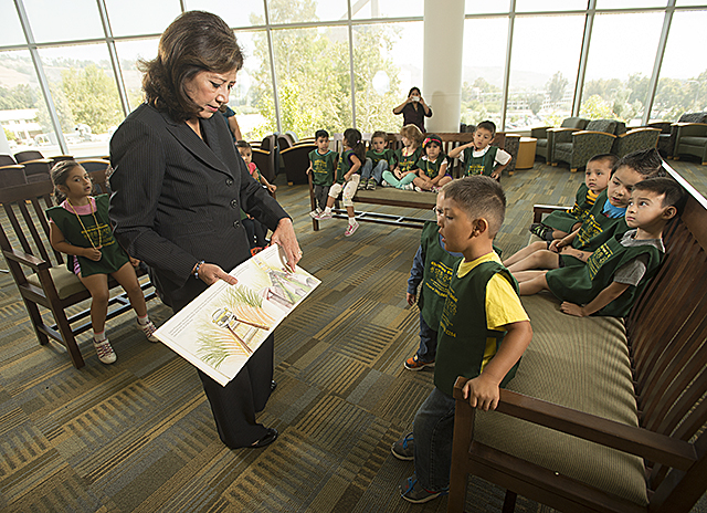 Hilda Solis Reads to Kids