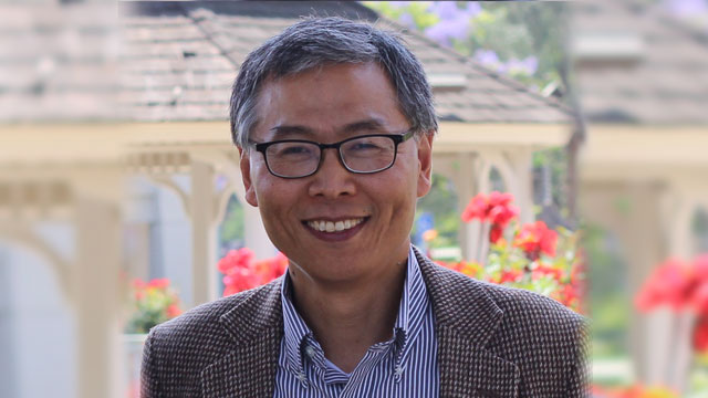 Professor Zuoyue Wang will give the Lyne Starling Trimble Public Lecture at the American Center for Physics in Maryland on March 23. Photo by Jing Hu.