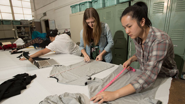 Jenny Vu and Lindsey Klein work on a t shirt during AMM production class.