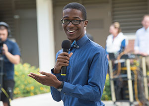ASI President Uriah Sanders discusses issues facing campus at Pizza with the Presidents.