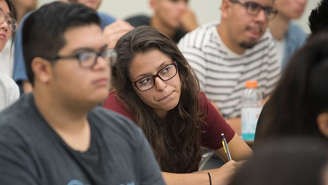 Students in Professor Rosie Nawpar's Physics 1210 lecture class.