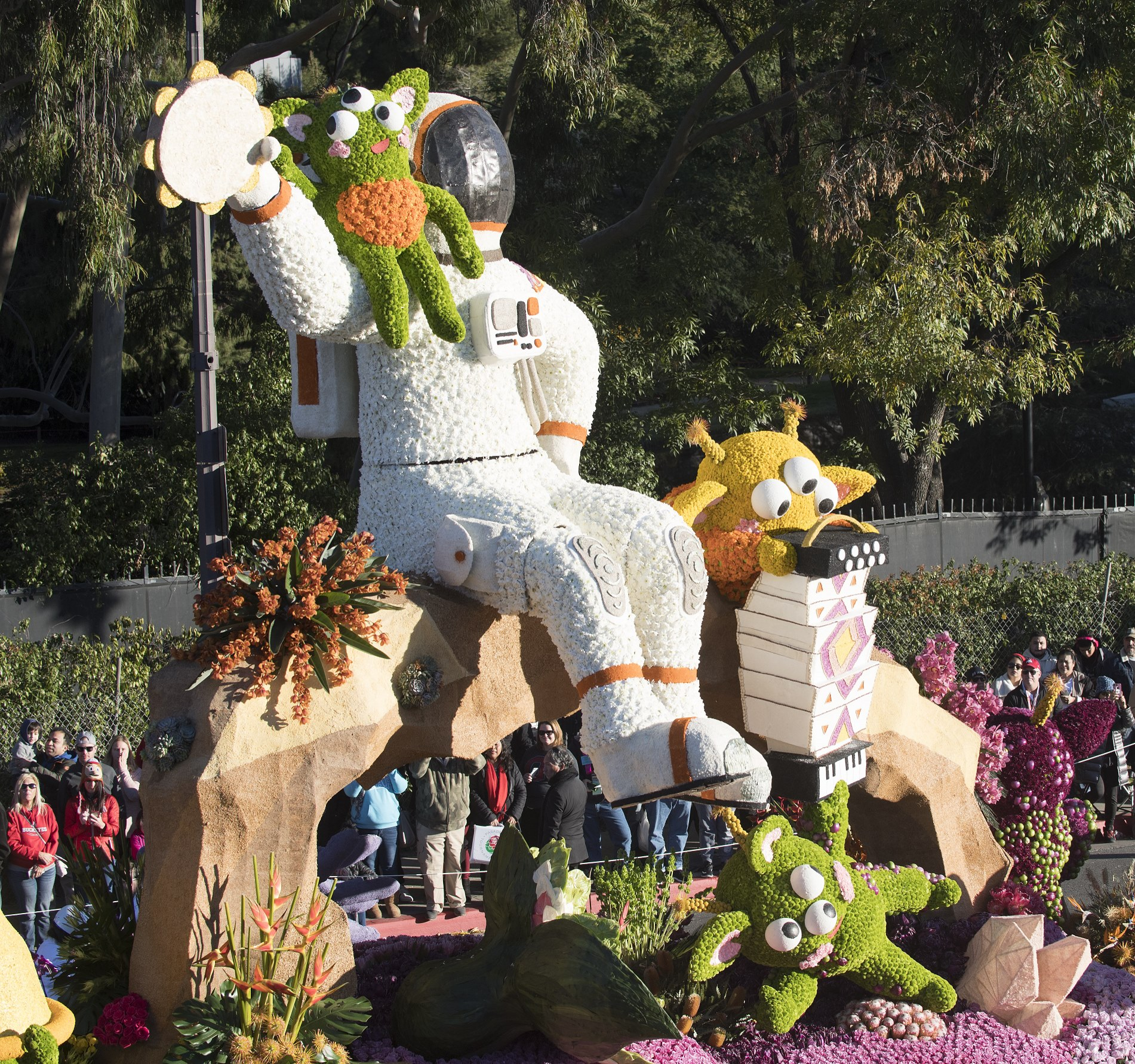 Rose float on parade