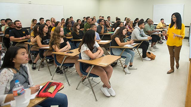 Professor Rosie Nawpar talks about her Physics 1210 lecture class on the first day of classes.