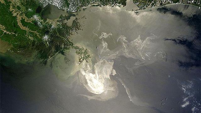 satellite view of deepwater horizon oil spill