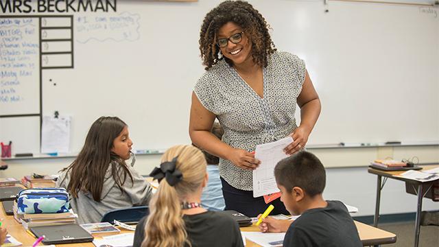 Vanessa Beckman teaching a class.
